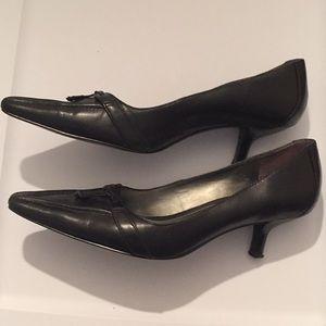 Bandolino Shoes - Bandolino Black Leather pointed toe heels 6 1/2